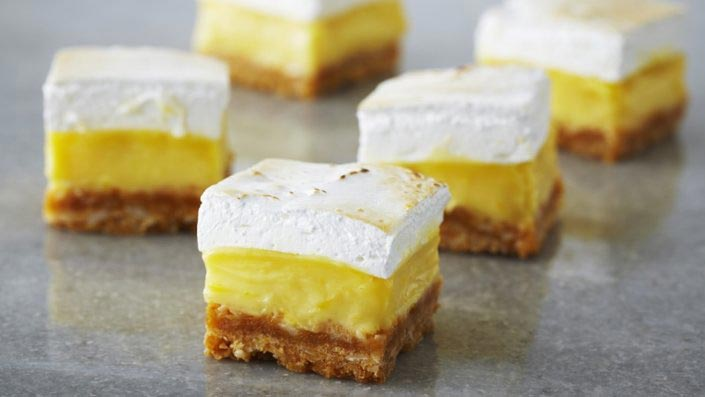 Lemon Marshmallow Squares // Small Sweets for a Dessert Reception - weddingfor1000.com