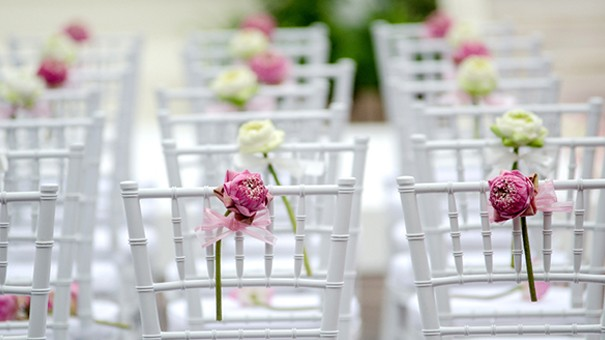 Adorable chair decoration ideas! - weddingfor1000.com single flower