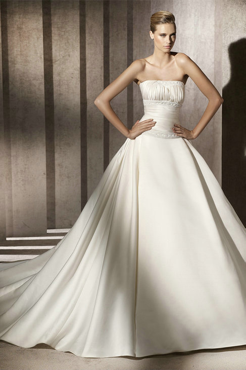 Ruched Taffeta Ivory Ball Gown Wedding Gowns With Handmade Beading