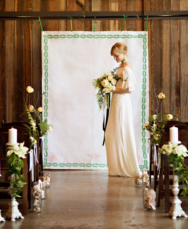 printed paper ceremony backdrop ideas weddingfor1000.com