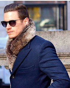 styled-groom-fur-foulard