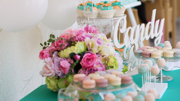 Candy Buffets or Bars - Delicious Wedding Favors weddingfor1000.com