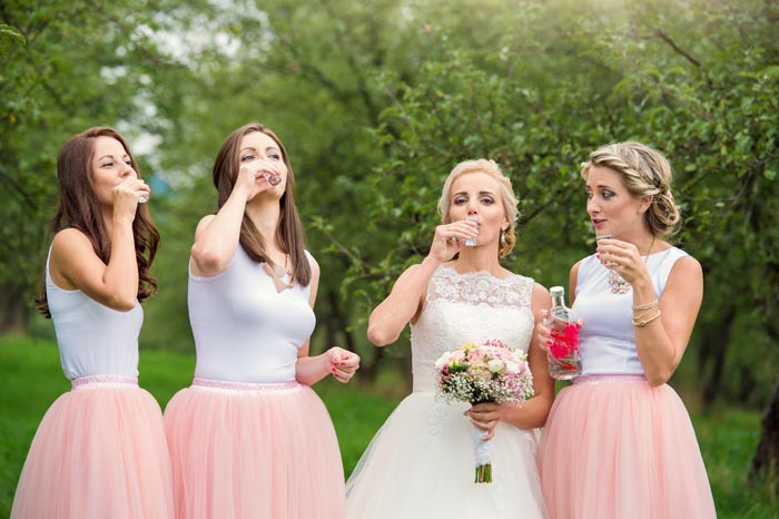This is the quick and dirty wedding planning in a hurry guide - weddingfor1000.com
