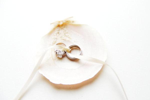 seashell-wedding-ring-pillow-alternative