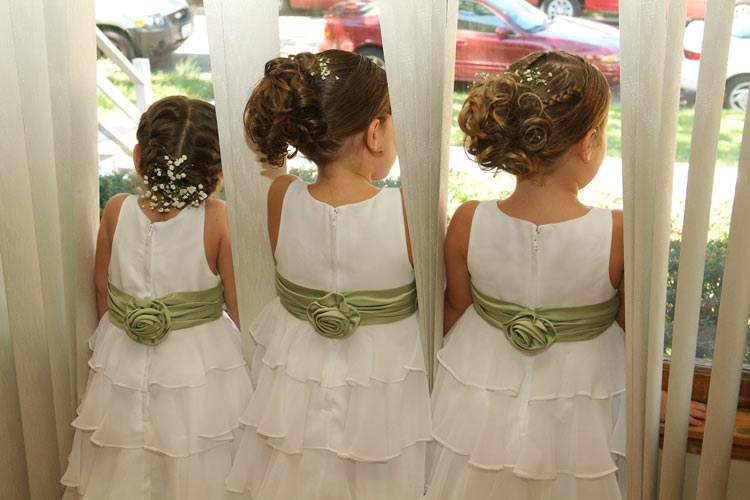 Little wedding details like matching the flower girls to the bridesmaids or bride - weddingfor1000.com