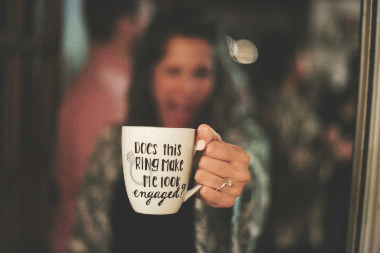 Does this mug make me look engaged? weddingfor1000.com