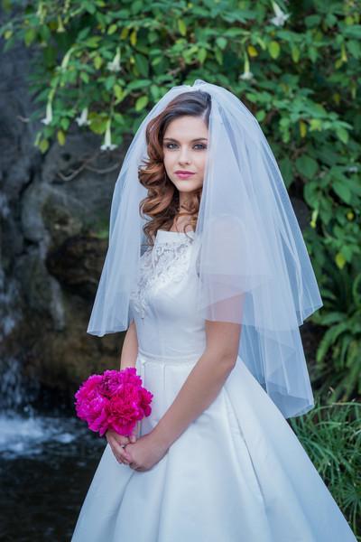 the traditionally perfect wedding veil is the elbow length veil - weddingfor1000.com