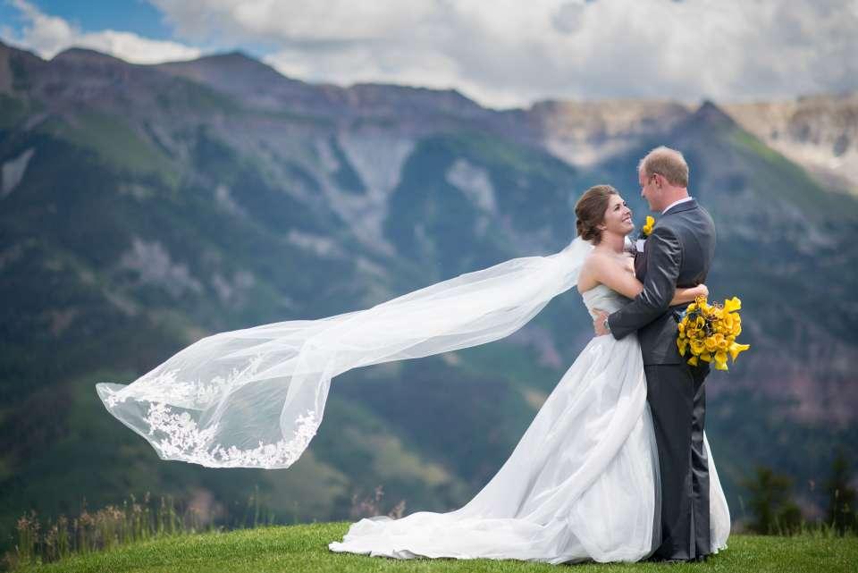 the perfect wedding veil photo - weddingfor1000.com
