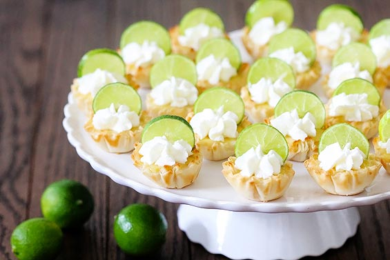 Mini Key Lime Tarts // Small Sweets for a Dessert Reception - weddingfor1000.com