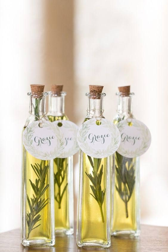 7 Awesome Destination Wedding Guest Favors Ideas - weddingfor1000.com